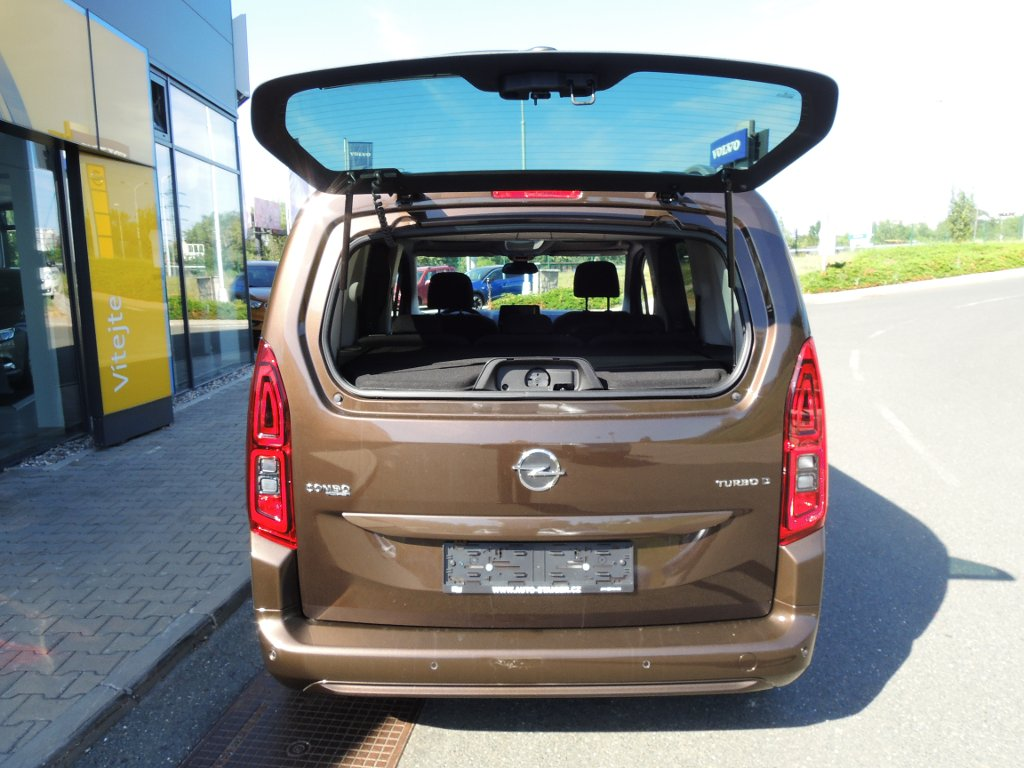 TUkas AUTO-STAIGER CZ a.s. | Fotografie vozu Opel Combo INNOVATION L1H1 1,5TD 130k AT8