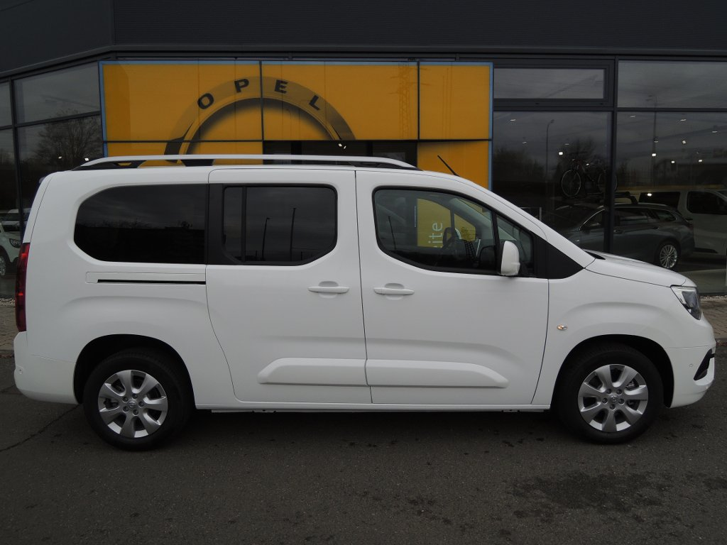Opel Combo INNOVATION L2H1 1.2T 130k AT8